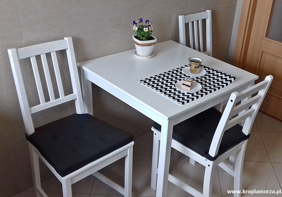 Przemalowanie mebli drewnianych nabiało - metamorfoza stolika