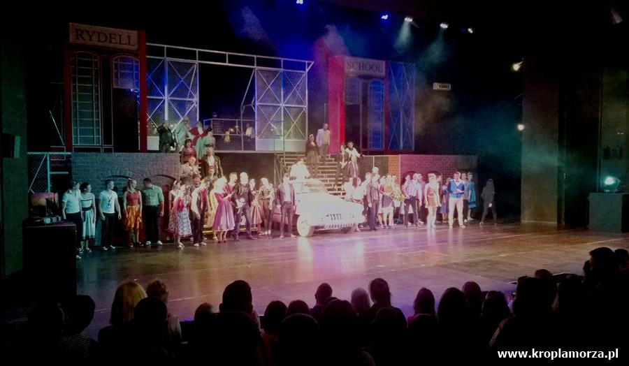 grease-musical-teatr-muzyczny-gdynia-scena